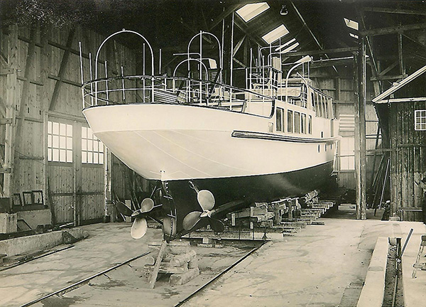 The first new motor ship of the Deutsche Reichsbahn in the production hall: MS Stadt Radolfzell. Hunziker Collection, Lucerne.