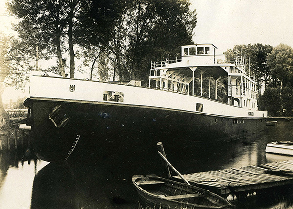 The brand new motor train ferry Schussen in the east harbour of the Bodan shipyard. Reimann Collection, Arth (CH).