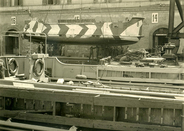 Loading of a pioneer landing craft 39 in the port of Naples for use in North Africa, June 1941. Trtanj Collection, Kressbronn a. B.
