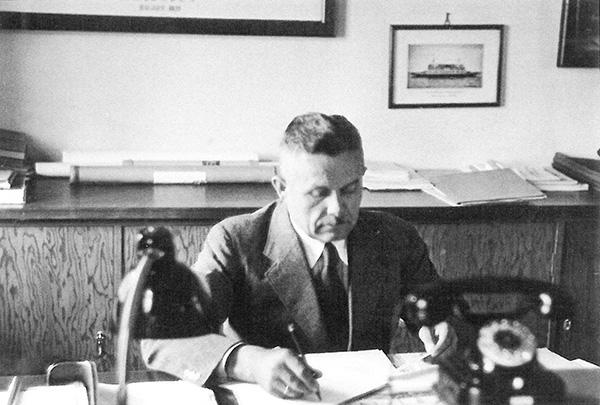 Director Otto Kempf at his desk in 1936. Kübler Collection, Stuttgart.
