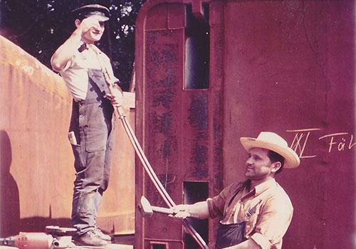 Mitarbeiter beim Bau der Bodan-Fähren. Links Ivan Trtanj, rechts Sarvak Ferenc. Sammlung Reimann, Arth (CH).